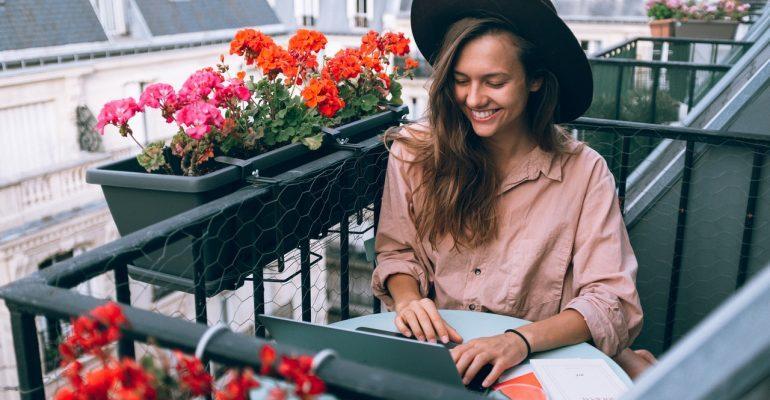 Woman enjoying work after becoming a freelancer